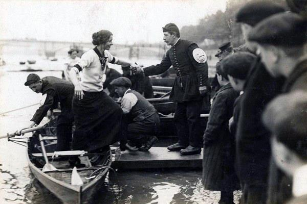.Lucy stepped into her wherry on the Thames in 1912, so took to the water with dramatic style. She sculled well, though fell behind the leader, one Miss Brady by a half a length. But when Miss Brady caught an unfortunate crab 300 yards from the finish line, Lucy pulled ahead and won the race by less than half a boat length. Apparently she so exhausted herself that she collapsed into her boat at the finish line.